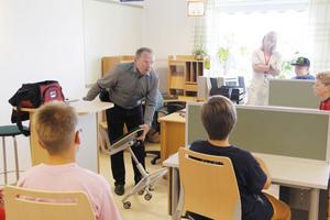 Stolen har gaspatron, viktratt, sitsförskjutning och fotring, förklarade Gunnar Karlsson från Kinnarps.