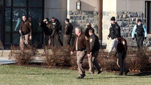En massiv polisinsats sattes in i jakten på skytten. Han hittades senare död på en parkering.