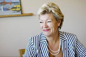 Ylva Johansson vill utbilda särskilda glesbygdsläkare för att göra tjänsterna mer attraktiva.