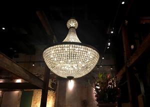 Kristallamporna på Steam Hotel väger dock 170 kilo.