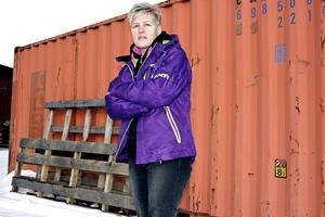 – Jag har varit så arg, ledsen och frustrerad. När jag körde hem från Sollefteå sjukhus svor jag så mycket jag kunde över Landstinget Västernorrland Det kändes som att det här har ni gjort min mamma. Jag kände mig så arg att jag var tvungen att stanna flera gånger för jag kunde inte köra bil, säger Catrin Eliasson.