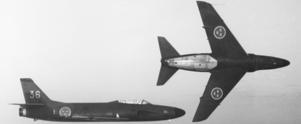Två Lansen i en roteflygning. Det var ett sådant här plan som havererade i Vikbo.