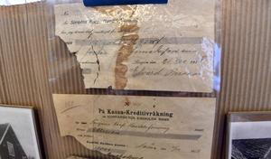 99 år gamla kvitton och handlingar.