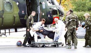 Gefle Dagblads fotograf, Kurt Elfström, var på plats i Åbo när räddningshelikoptrarna kom med överlevande.