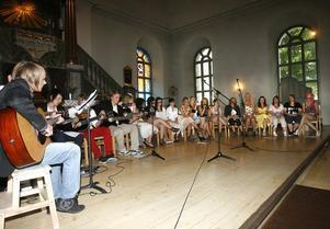Eleverna bjöd på en nygammal mix av låtar.