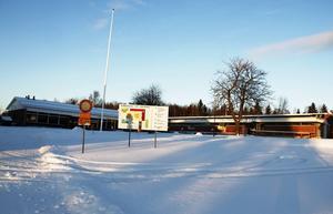 En del av taket på Ala skola har redan byggts om och nu är det dags för etapp två i renoveringen på den nyare delen av högstadieskolan i Söråker.