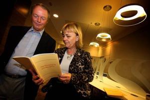 VILL LYSSNA MER. Regeringens utredare, tidigare Säpo-chefen Anders Eriksson vill, noggrant kontrollerat, tillåta polisen att ta del av FRA:s spaning. Men justitieminister Beatrice Ask är tveksam.