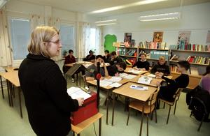 Klasstorlek viktig. Alf Bergström redovisar forskning om att mindre klasser ger bättre ¿skolresultat.foto: Erik G Svensson/scanpix