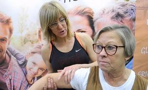 Sanna Holmgren beskriver hur kroppen kan fungera för Annicka Jerngren.