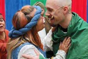 Tina Prestberg och Magnus Sälgström spelar kärleksparet Marion och Robin Hood i pjäsen.