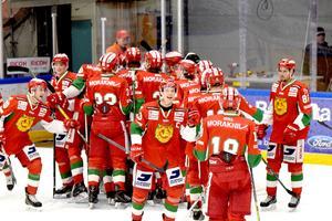 Moras kapten Emil Bejmo klappar om lagkamraterna efter sjätte raka segern som kom mot Tingsryd.