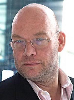 Manusförfattaren Michael Hjorth intervjuas i podcasten