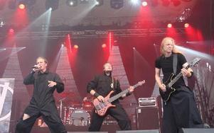 Det var bra fart på Falköpingsbandet Vengha. Foto: Kalle Sundin