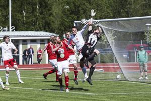 Pelle Lööf och Hudiksvalls FF kämpade för att få in ett segermål mot Östersund. Matchen slutade 0–0.