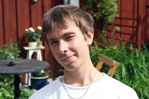 Martin Skoog är hemma i Hudiksvall över sommaren för att plugga och ge några marimbakonserter.