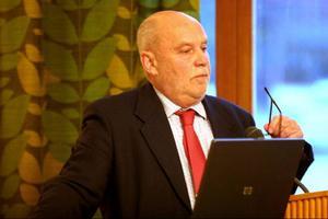 Kommunpolitikern Lennart Holmsten.  Är och förblir en superkändis bland folket i Nordanstig. Han är född föreningsmänniska och brinner för fotbollen.