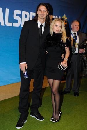 Zlatan Ibrahimovic och Helena Seger på fotbollsgatan.