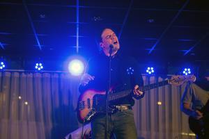 En av bandets frontsångare, Joe Firstman.