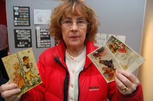 Märta Stenis hade en stor påse med gamla vykort för att få frimärken värderade.