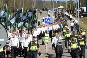 Under 1 maj-demonstrationen i Falun kraftsamlade Nordiska motståndsrörelsen. De tillresta demonstranterna kom från flera nordiska länder.