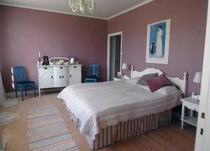 Ett så här fint sovrum kan man övernatta i på Svabensverks herrgård.