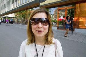 Irina Bel, 31, arbetssökande, Haga:- Du är min älskling. Jag hoppas att det snart blir fred i Ukraina så att du kan komma till Västerås och bo här. Jag älskar och saknar dig.