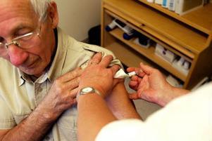 Olof Nymark tar det säkra före det osäkra och vaccinerar sig mot influensan, efter att han åkte på en långvarig släng av den för ett par år sedan.