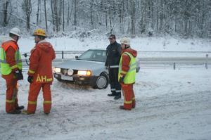 Samtliga inblandade i de tre olyckorna, ambulansen inräknad, klarade sig utan fysiska skador.