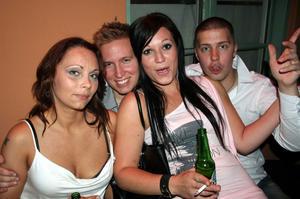 Blue Moon Bar. Isabell, Jerry, Ida och Ludwig