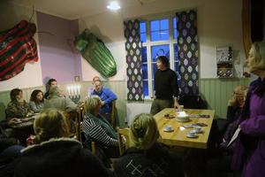 Anders Sunna berättade på Härjedalens Kulturcentrum om hans familjs problem med rensskötseln.