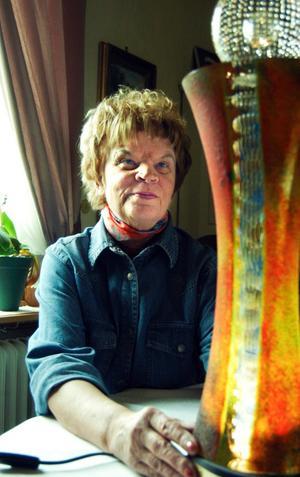 Tungt pris. Totalt väger glasskulpturen elva kilo som Laila Palm fick ta emot i Conventum där Örebrogalan hölls.