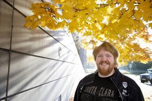 Efter studenten satt Martin Almgren hemma och spelade musik i två år.