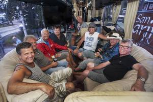 Inne i Flamingokvintettens turnébuss.