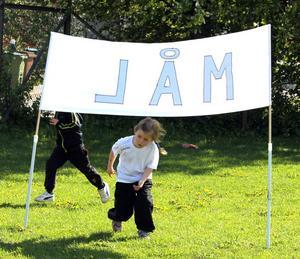 I MÅL. Lisa Björk tycker inte att det är jobbigt att springa. Dessutom är det mycket roligare än att gå.