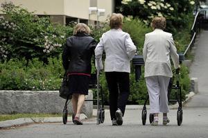 Insändarskribenten vill påpeka hur stora skillnaderna är mellan olika grupper då det gäller pensioner.