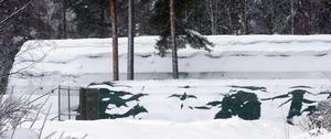 Snötyngda tält i Virsbo.
