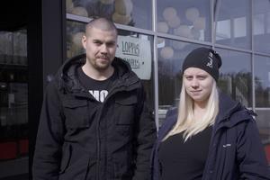 Om IP Onlys startavgift vore samma summa som Söderhamn Näras skulle Jonas Ström och Elin Jonsson, Bergvik, tacka ja till fiber. Men på grund av startsumman väntar de hellre tills Söderhamn Nära gräver.