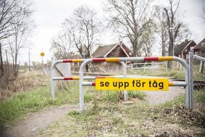 Plankorsningen vid Eriksbergsvägen tas bort av säkerhetsskäl, trots att någon större olycka inte inträffat där.
