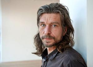 """""""Jag tänkte aldrig att det skulle bli så här stort. Det började med att jag famlade efter ett språk för att skriva om min fars död, det är kärnan"""", säger Karl Ove Knausgård.  Foto: Stig-Åke Jönsson"""