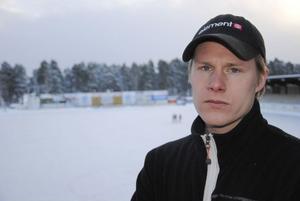 Johan Berglund laddar för toppmatch mot Villa på fredagskvällen. Bollnäs backhårding hoppas på mycket publik för att återigen känna det rätta drivet.