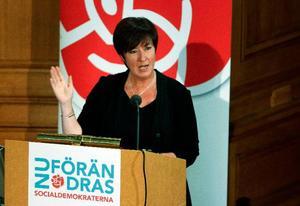 Mona Sahlin, avgående partiledare (S) valde i sitt linjetal att ta avstånd från viktiga inslag i den egna valrörelsens politik.  Foto: Scanpix