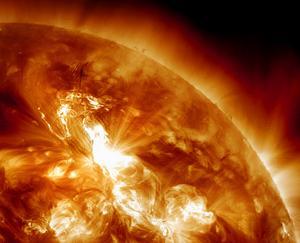 Denna bild av solstormen togs av Nasa i söndags kväll.