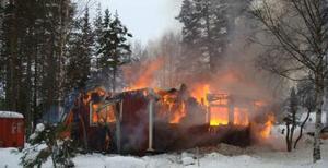 Fritidshuset var helt övertänt när Räddningstjänsten kom fram till platsen.