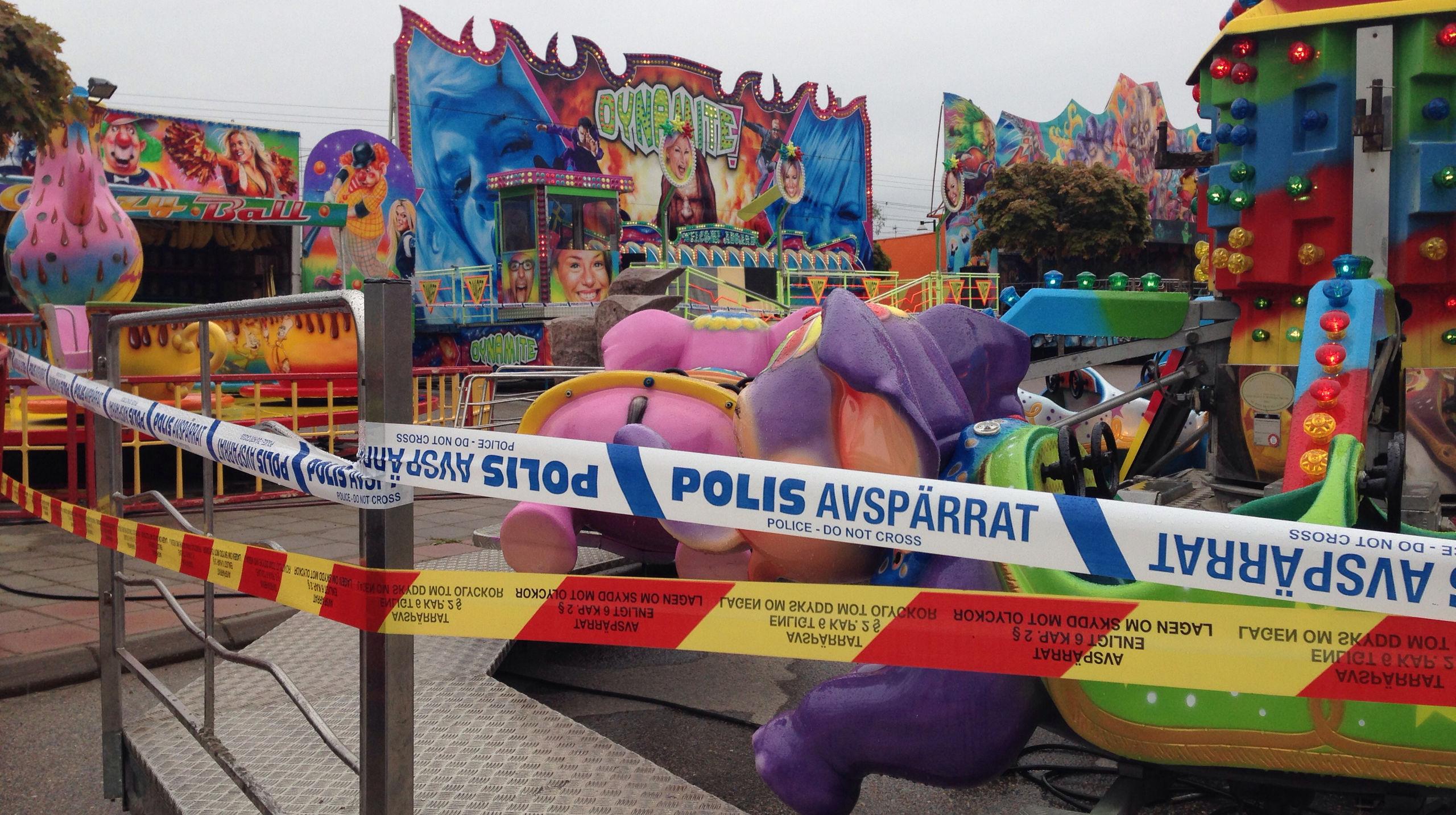 24 personer fastnade i karusell pa tivoli