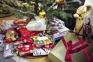 Flera organisationer och Avesta kommun hjälper till så att barn ska få julklappar.