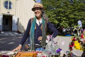 Tidigare har Lisa Demmers sålt återbrukshantverk på medeltidsdagen, den här gången valde hon att handla av andra.