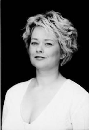 Jeanette Bjurling har varit verksam som solist på Kungliga Operan sedan år 2000 i roller som Zerlina i Don Giovanni, Musette i Bohème och Adina i Kärleksdrycken. I helgen sjunger hon på järnamål i Uppsälje.