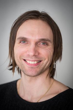 Oskar Humlebo berättar om sin musikaliska resa med Folkteaterns Faust.
