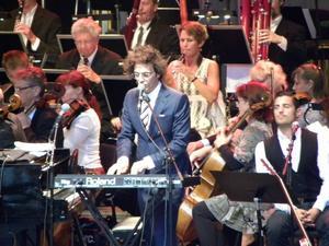 Salem al Fakir vid flygeln och Gävle symfoniorkestern  under ledning av Hans Ek bjöd på en lustfull konsert  i Dalhalla.
