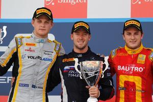 Marcus Ericsson, t v, bredvid vinnaren Sam Bird och trean Fabio Leimer.